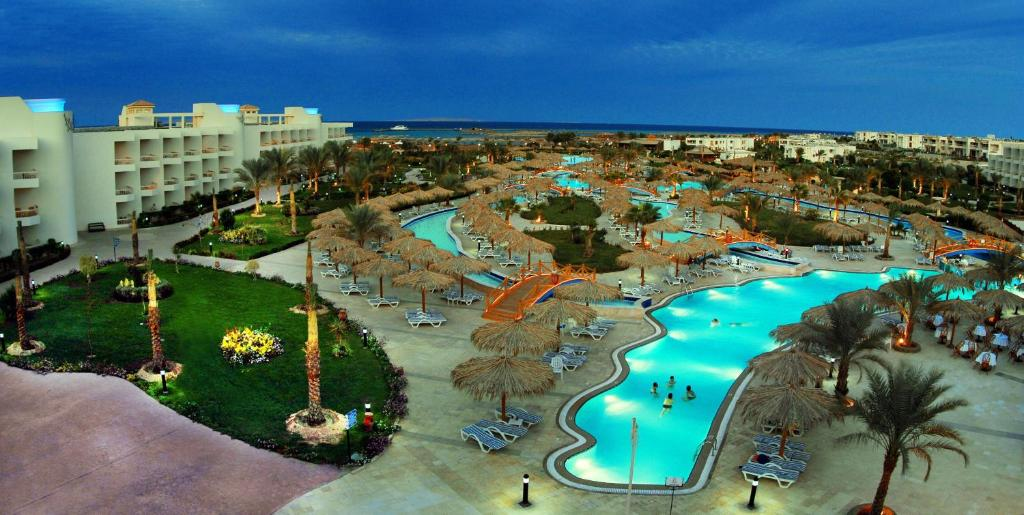 Resort hilton hurghada longbeach egypt for Pool show in long beach