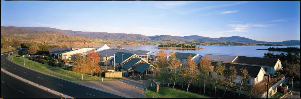 A bird's-eye view of Rydges Horizons Snowy Mountains