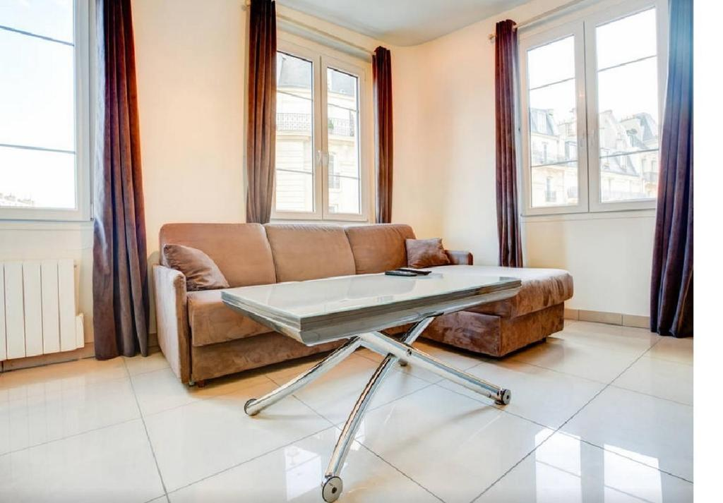 A seating area at Apartment Notre Dame Bright
