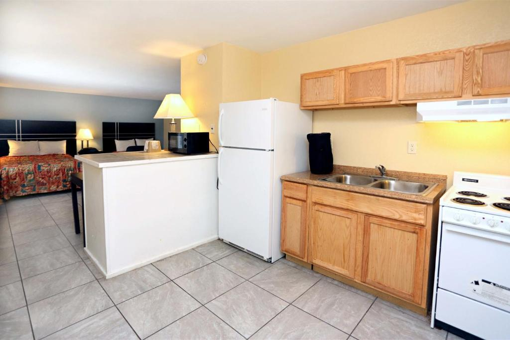 blue marlin motel virginia beach va bookingcom - Cheap Hotels In Virginia Beach With Kitchenette