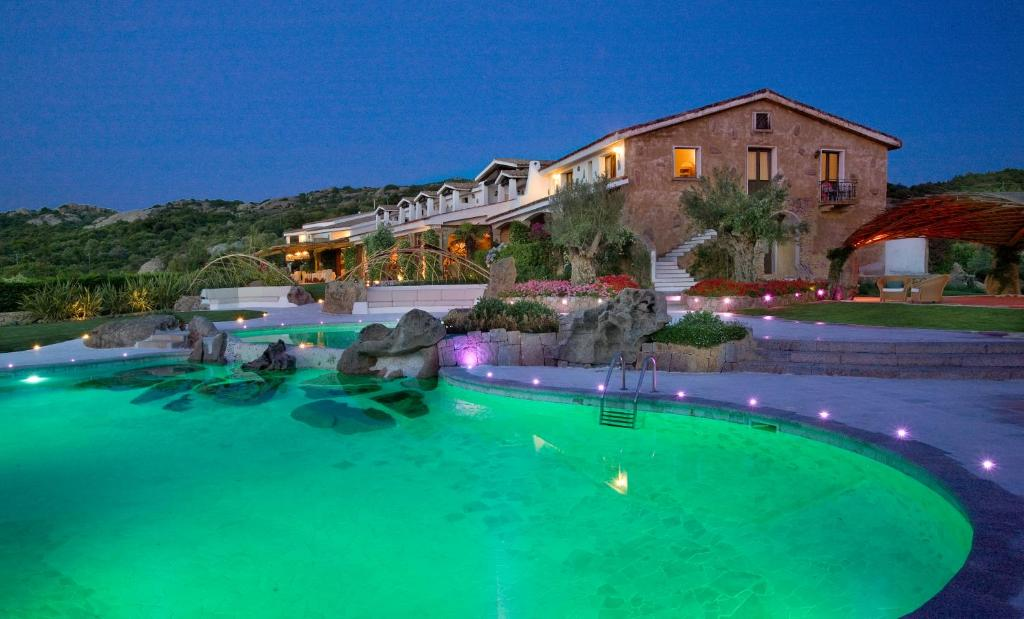 Hotel pulicinu italien baja sardinia for Unterkunft sardinien