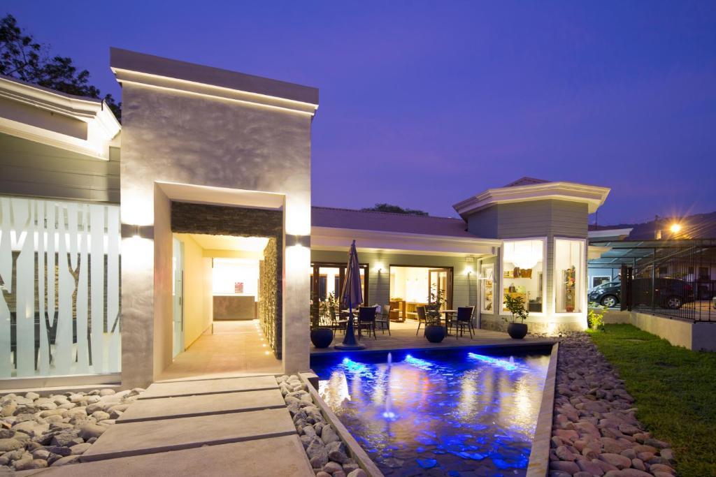 The swimming pool at or near Hotel Villa Los Candiles