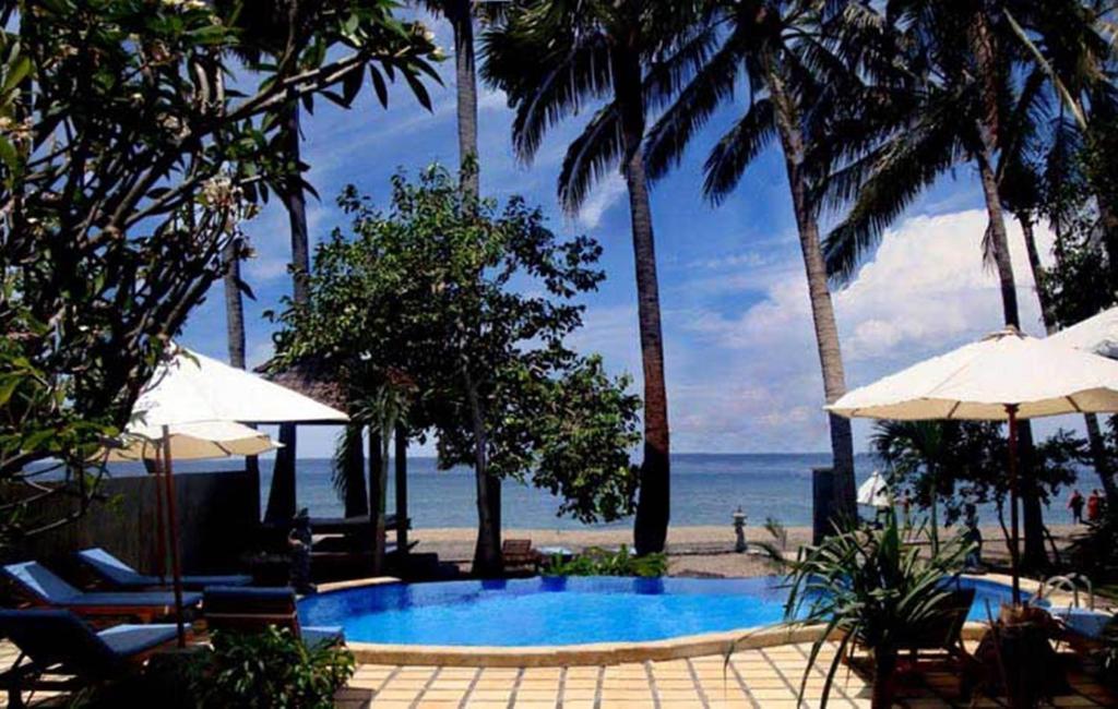Piscine de l'établissement Bali Bhuana Beach Cottages ou située à proximité