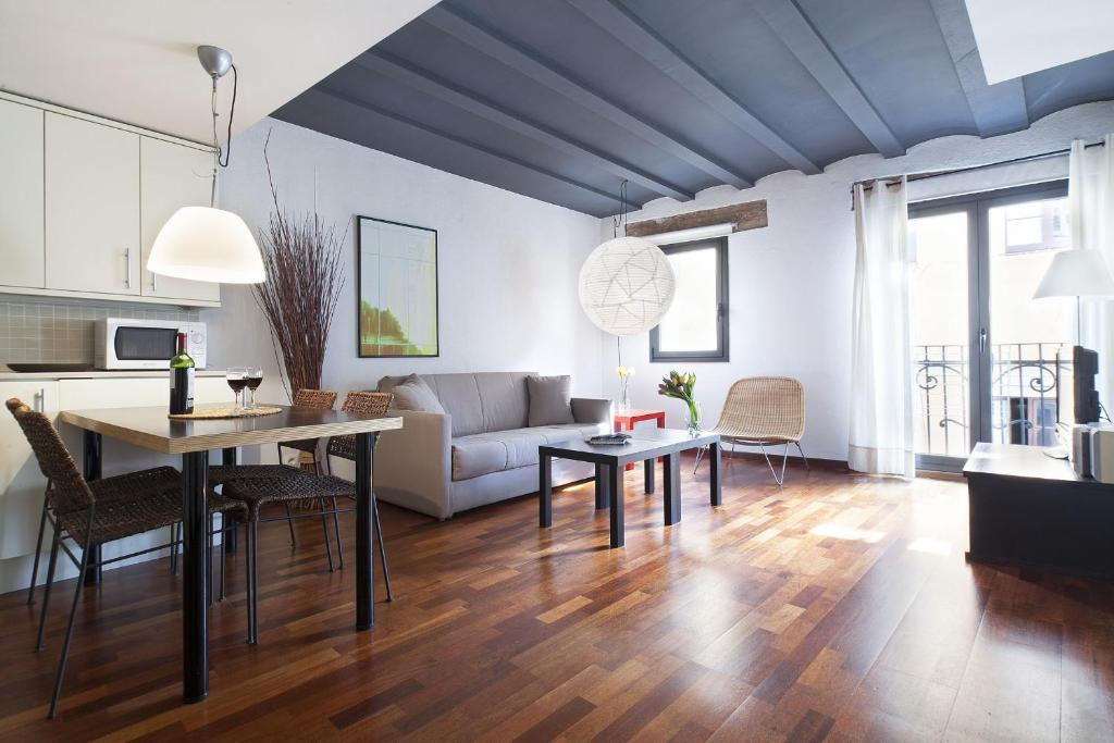 Apartment inside bcn esparteria barcelona spain for What is an apartment