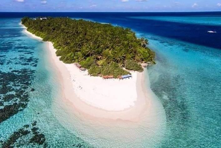 thinadhoo bikini beach