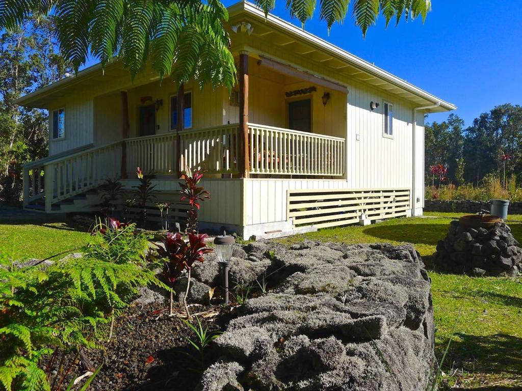 Vacation home ku 39 uipo by hawaii volcano vacations hi for Hawaii package homes