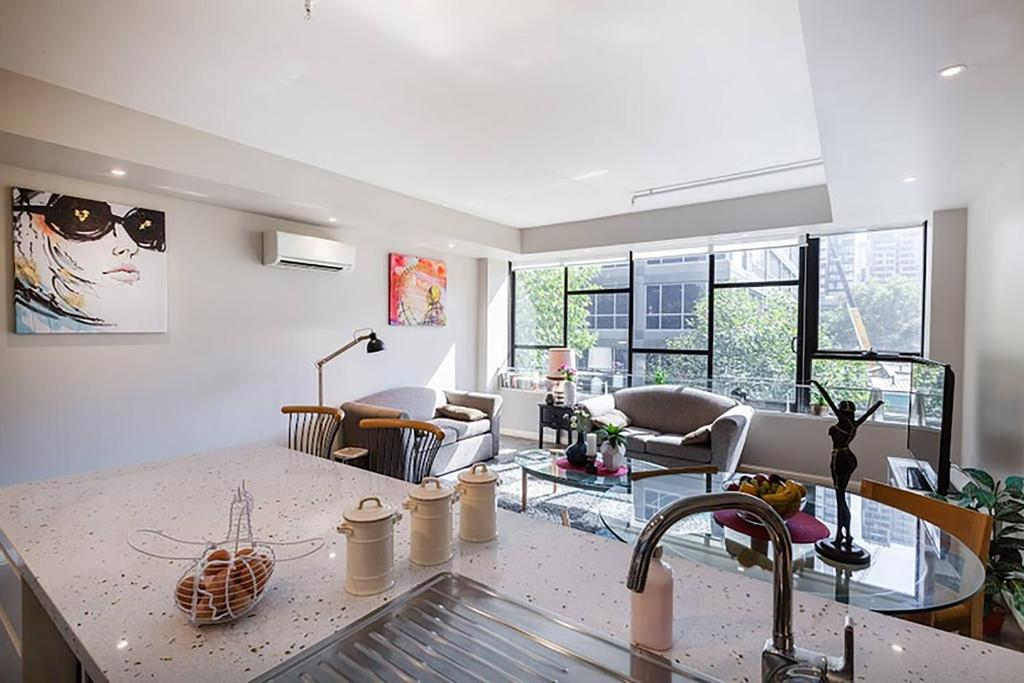 apartment anchor on collins southern melbourne australia booking com rh booking com