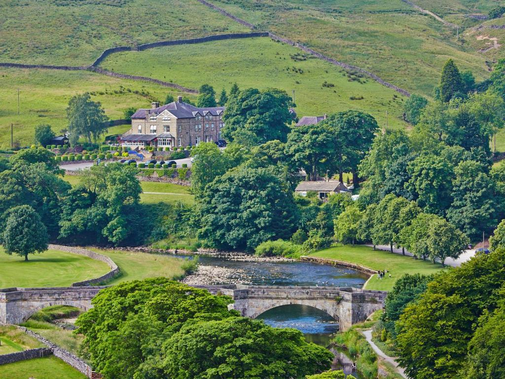 the devonshire fell hotel burnsall updated 2018 prices