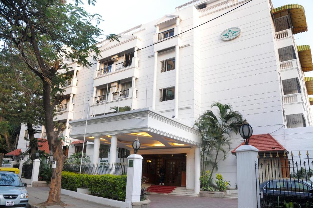 Hotel bangalore int india for Booking hotels