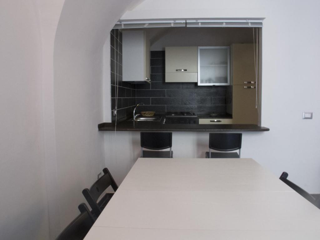 A kitchen or kitchenette at Casa Vacanze Bosa
