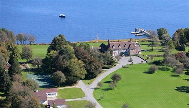 A bird's-eye view of Point Pleasant Inn & Resort