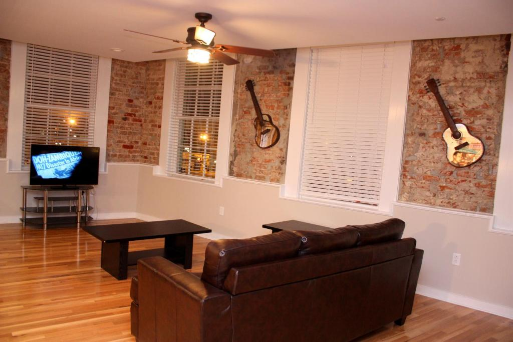 Good French Quarter Luxury Two Bedroom Penthouse 401