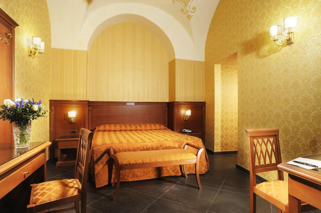 A bed or beds in a room at Hotel Patria
