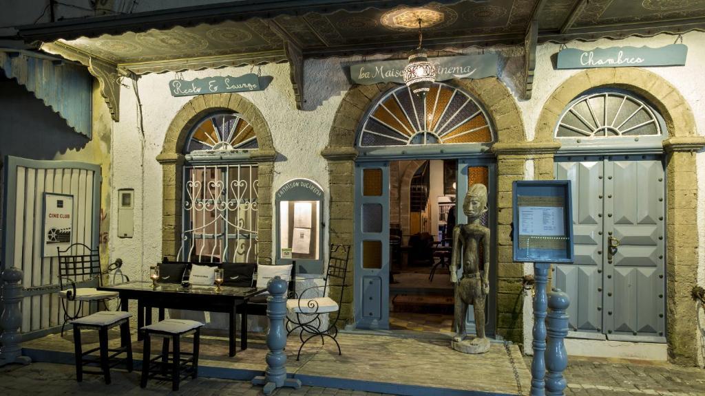 maison du la maison du chocolat coffret petit rochers la maison curutchet gamfratesi creates. Black Bedroom Furniture Sets. Home Design Ideas
