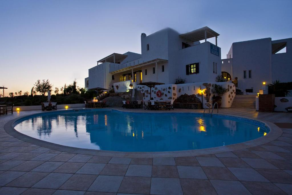 The swimming pool at or close to Naxos Kalimera Apartments
