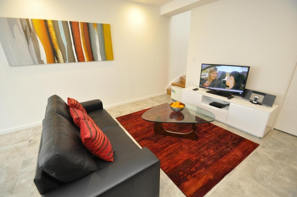 Ultimo darling harbour self contained modern one bedroom apartment gallery image of this property solutioingenieria Images