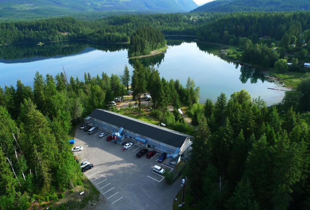 A bird's-eye view of Dutch Lake Motel and RV Campground