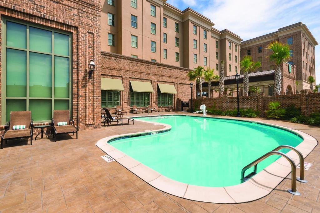 Hotel embassy suites savannah ga for Hotels with 2 bedroom suites in savannah ga