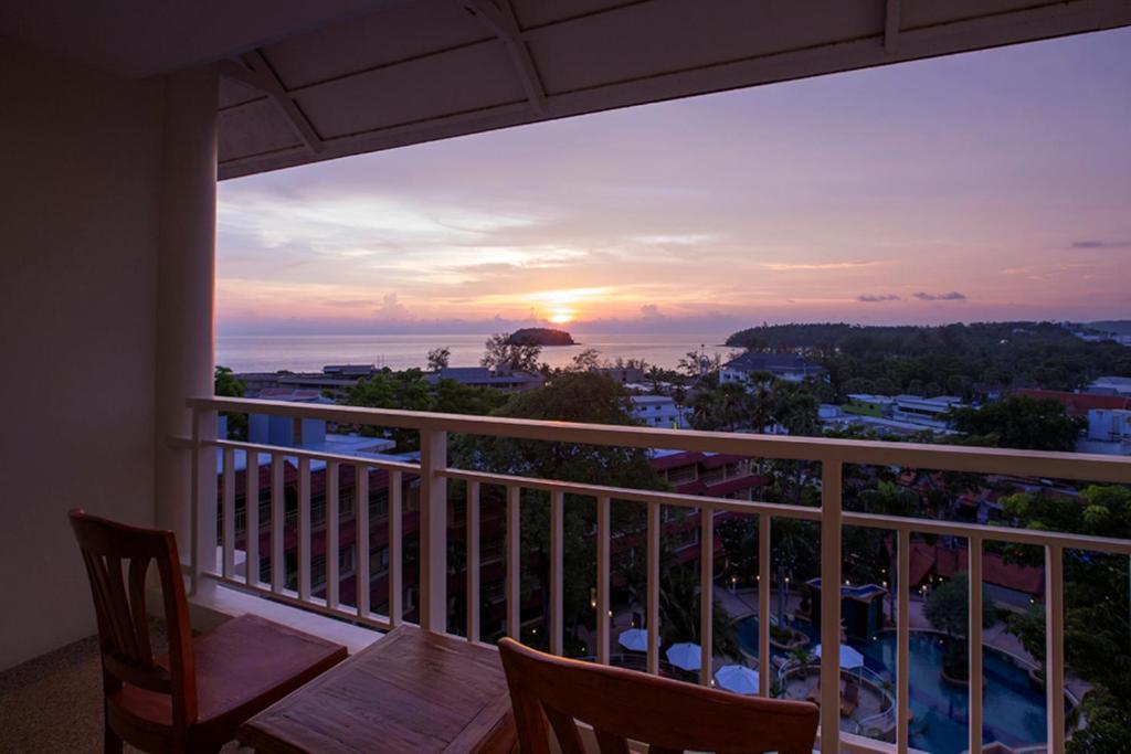 Chanalai flora resort, kata beach, karon, tha airasiago.