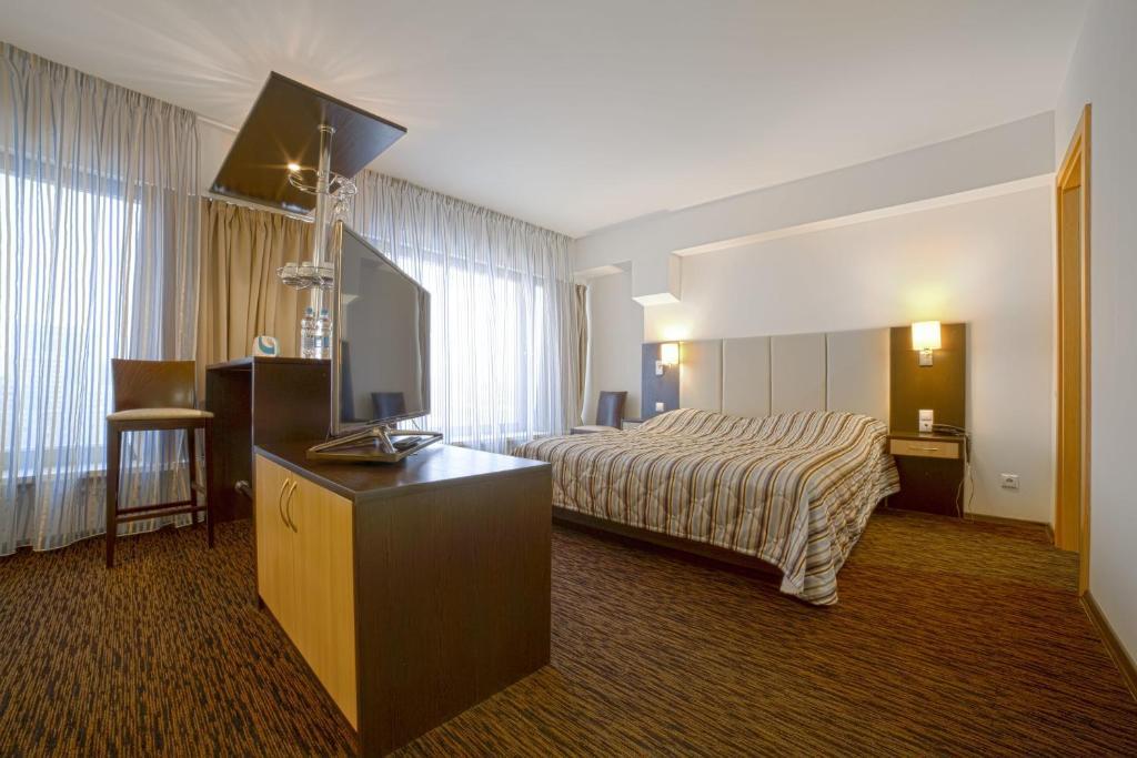 Круглосуточное бронирование номера в гостинице отель 24 - москва билет на самолет улан-удэ санкт-петербург цена