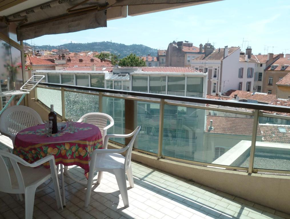 A balcony or terrace at Cannes Center Festival and Beach
