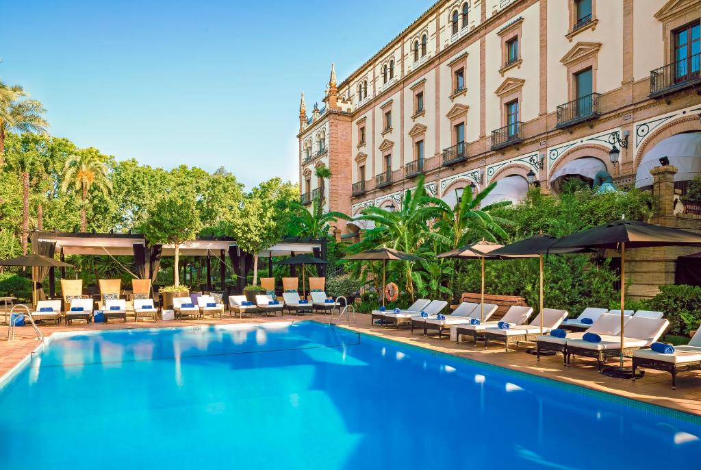 The swimming pool at or close to Hotel Alfonso XIII - A Luxury Collection Hotel