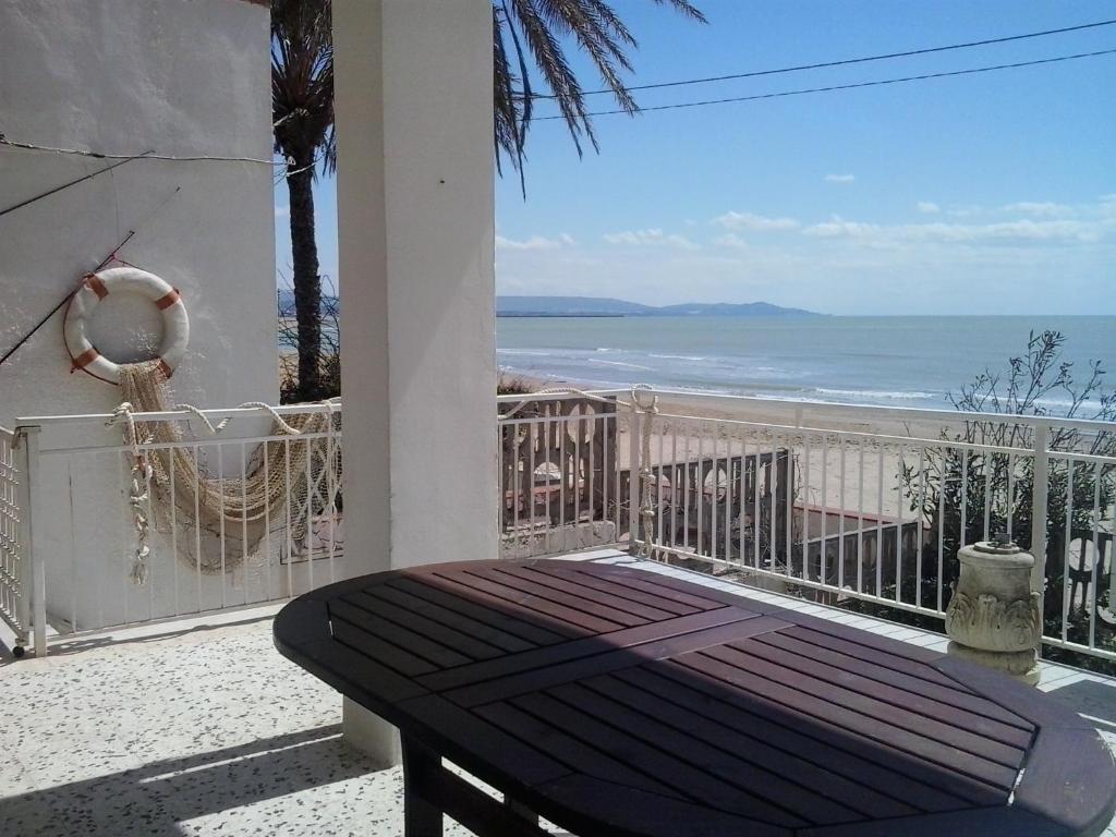 Villa sulla spiaggia scala dei turchi realmonte prezzi for Disegni moderni della casa sulla spiaggia