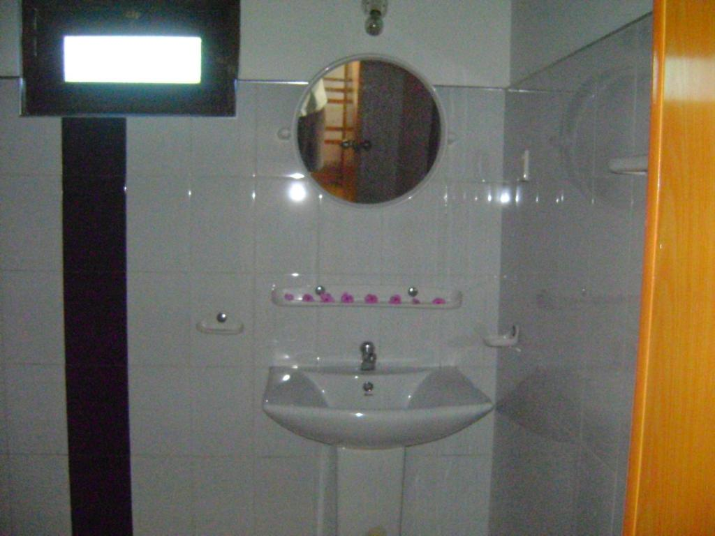 Bathroom Accessories In Sri Lanka gems garden guest house, tangalle, sri lanka - booking