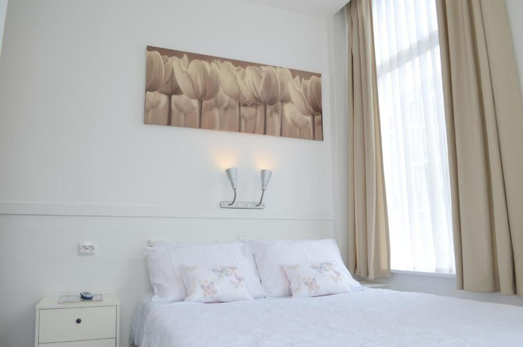 Hotel 't Witte Huys Scheveningenにあるベッド