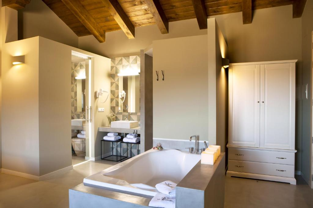 boutique hotels in aragon  35