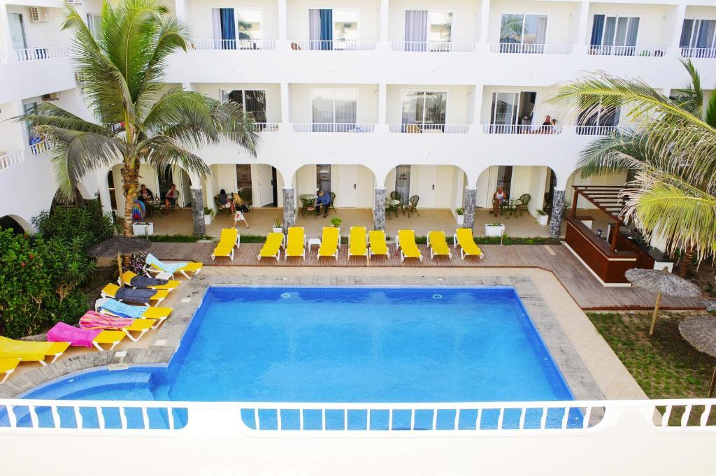 Vista sulla piscina di Pontao Hotel o su una piscina nei dintorni