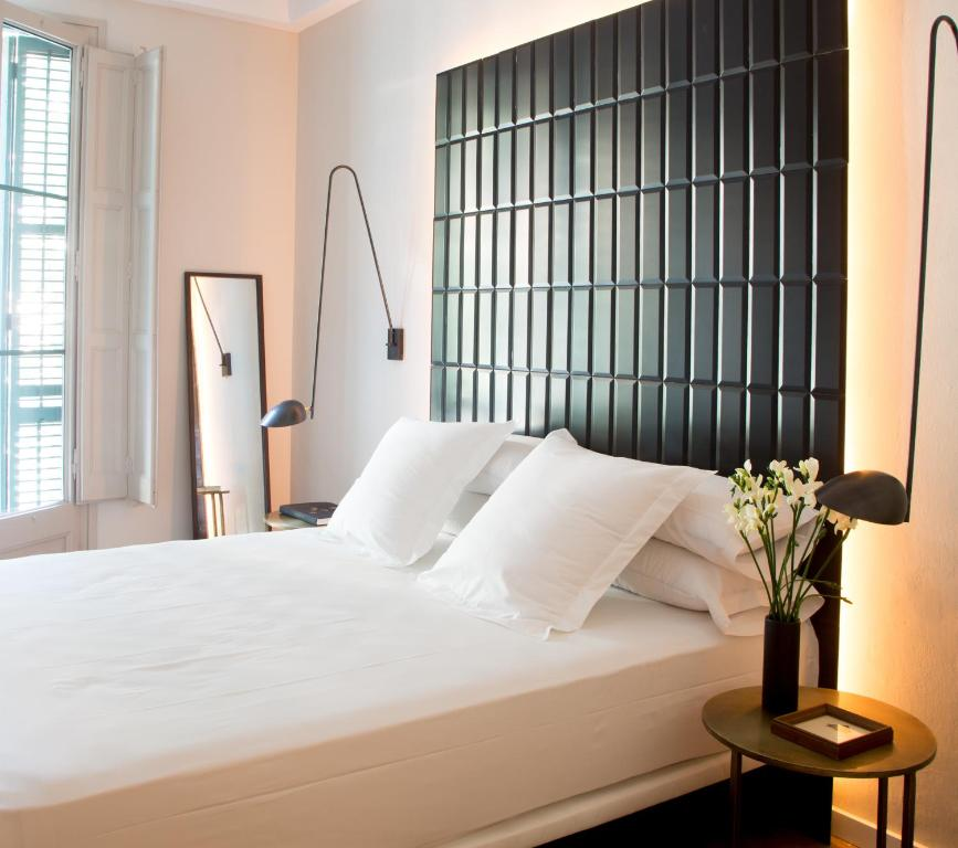 A bed or beds in a room at The Conica Deluxe Bed&Breakfast
