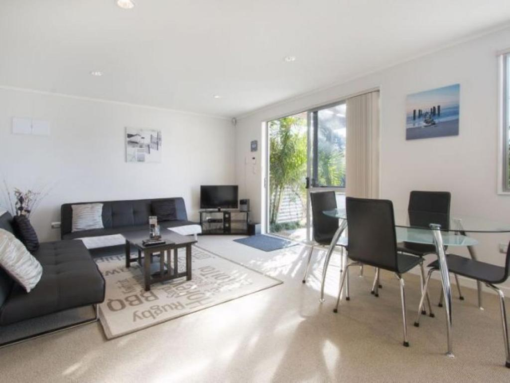 In the Heart of the Beach, Waihi Beach – Updated 2018 Prices