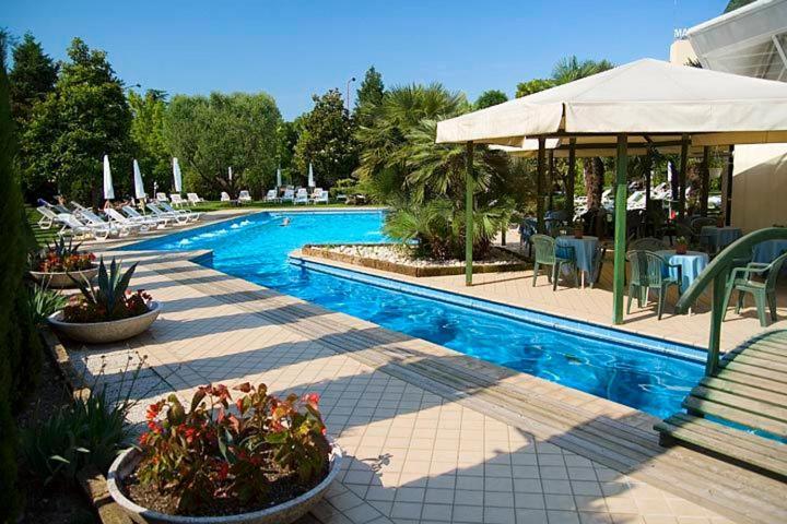Het zwembad bij of vlak bij Hotel Grand Torino