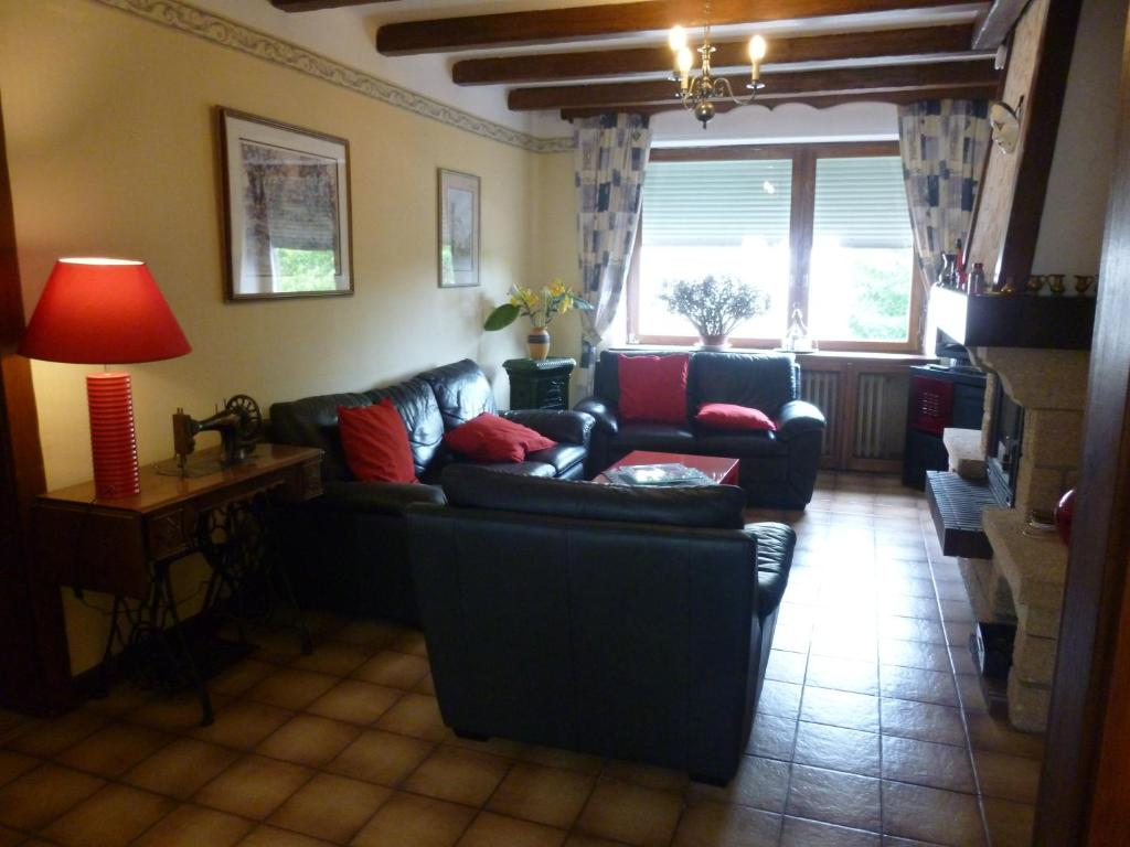 A seating area at Les Chambres De Solgne