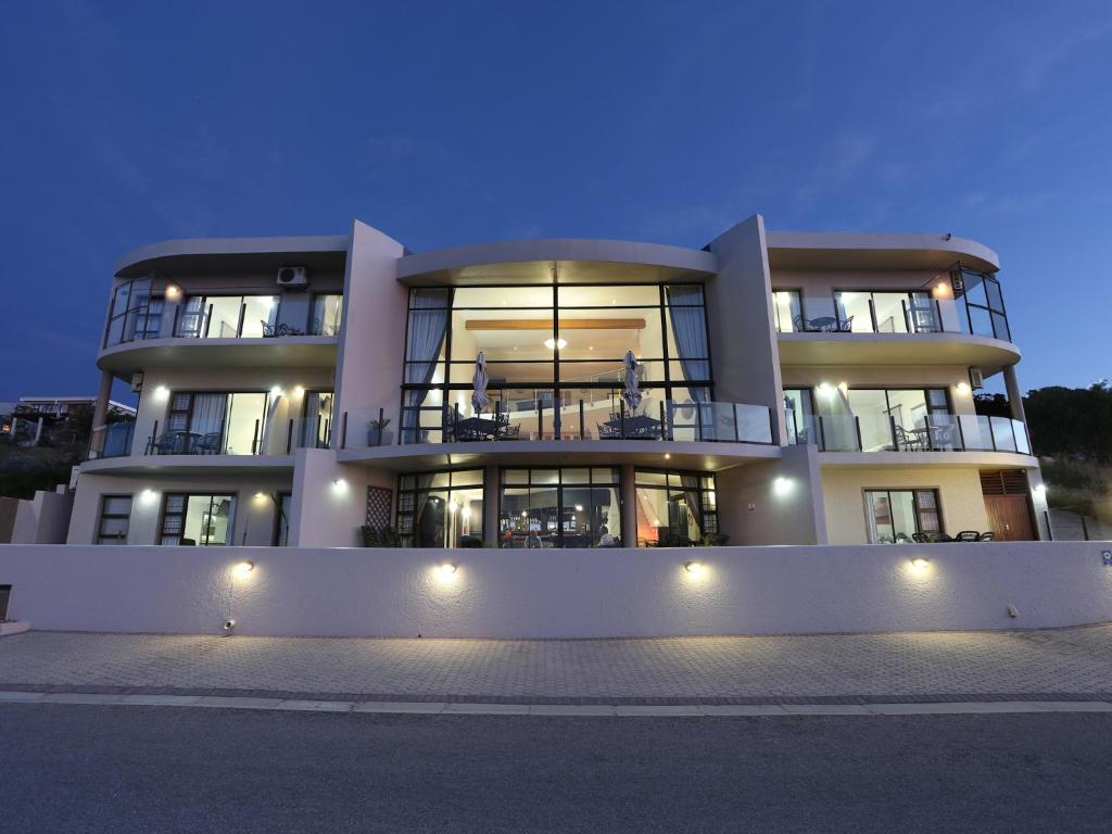 c39206dd9f3 Bar-t-nique Guest House (Guesthouse)