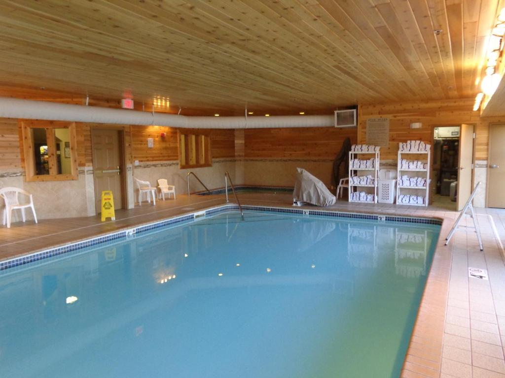 Country Inn And Suites Forest Lake - Famous Lake 2018