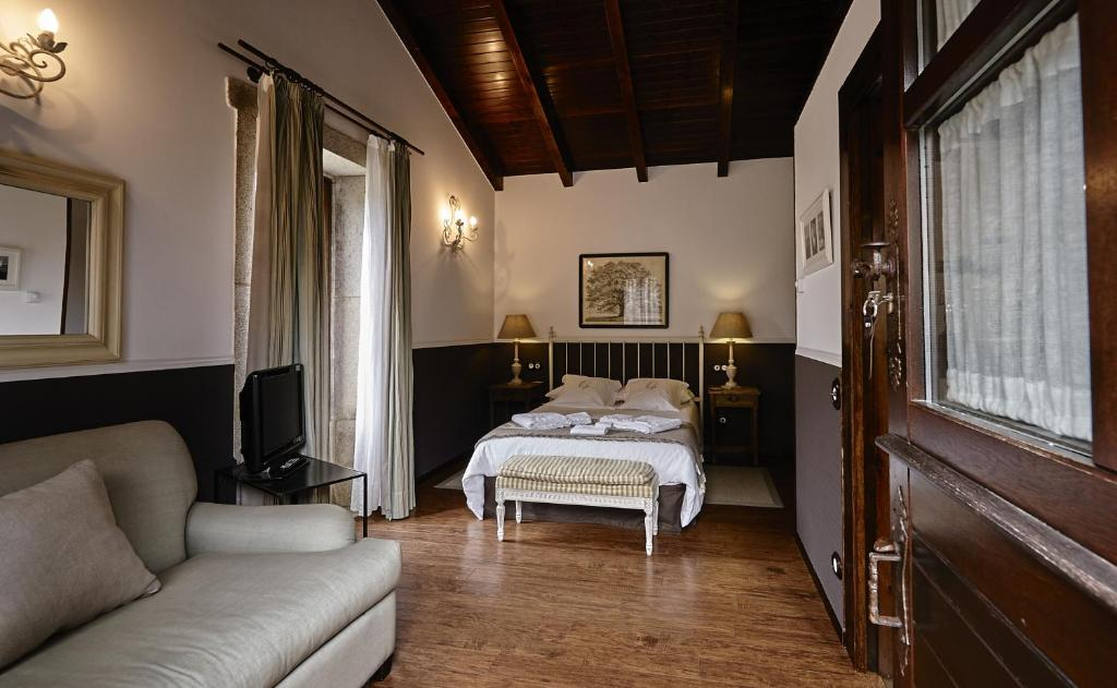boutique hotels camarinas  26