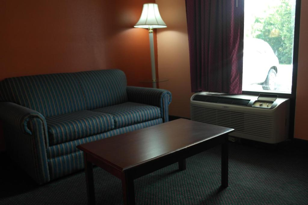 A seating area at Americas Best Value Inn and Suites Knoxville