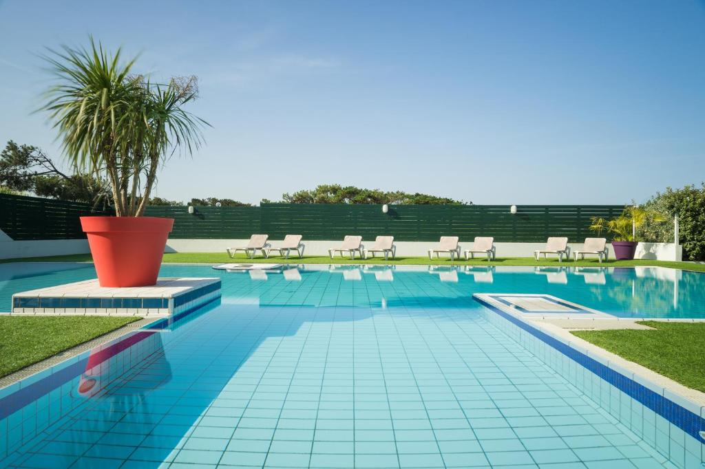 The swimming pool at or near Atlanthal