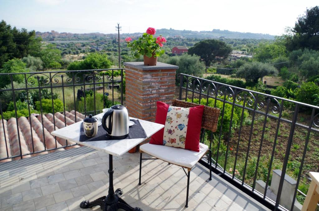 A balcony or terrace at B&B La Civetta