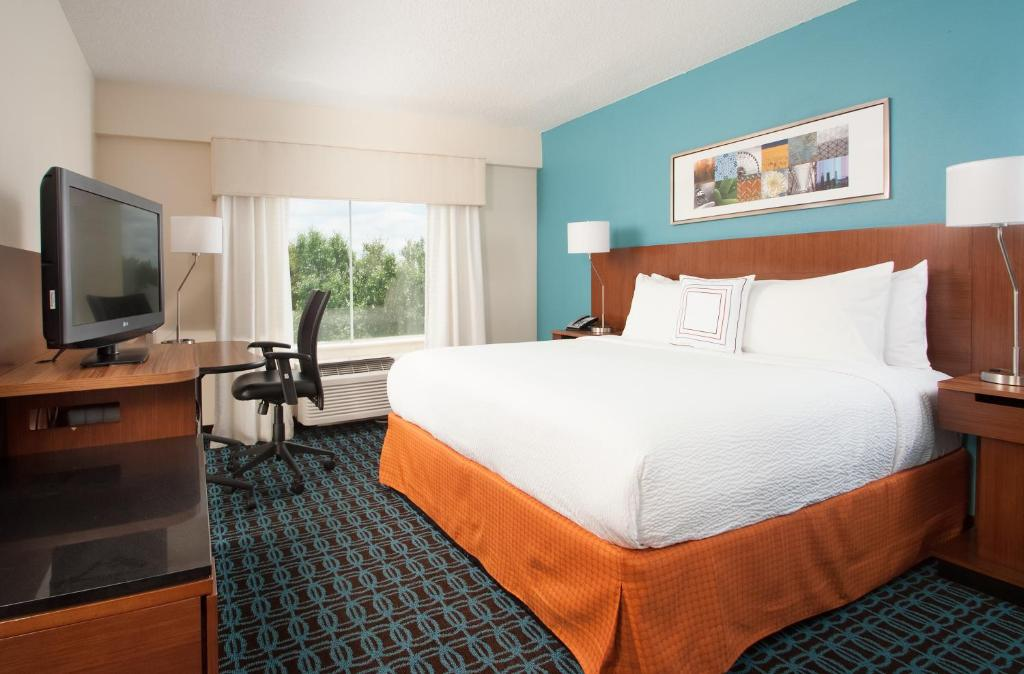 superior quality 5c81c 52c75 A bed or beds in a room at Fairfield Inn Charlotte Gastonia