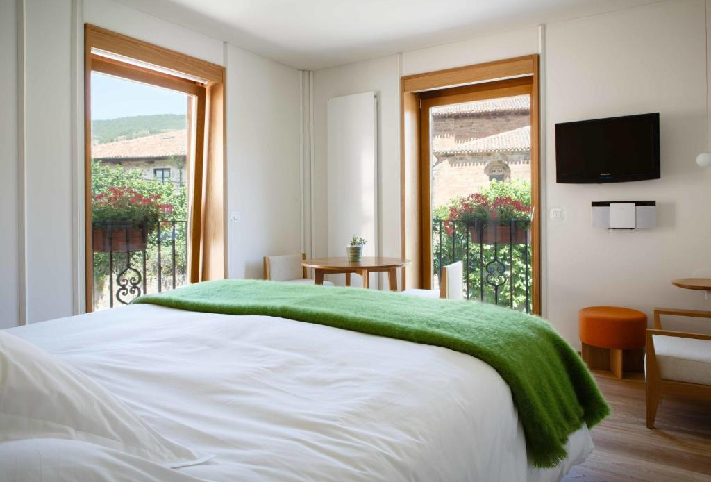 boutique hotels in ezcaray  18