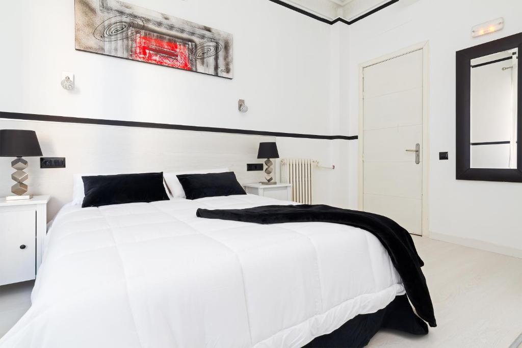 Кровать или кровати в номере Gran Via 63 Rooms