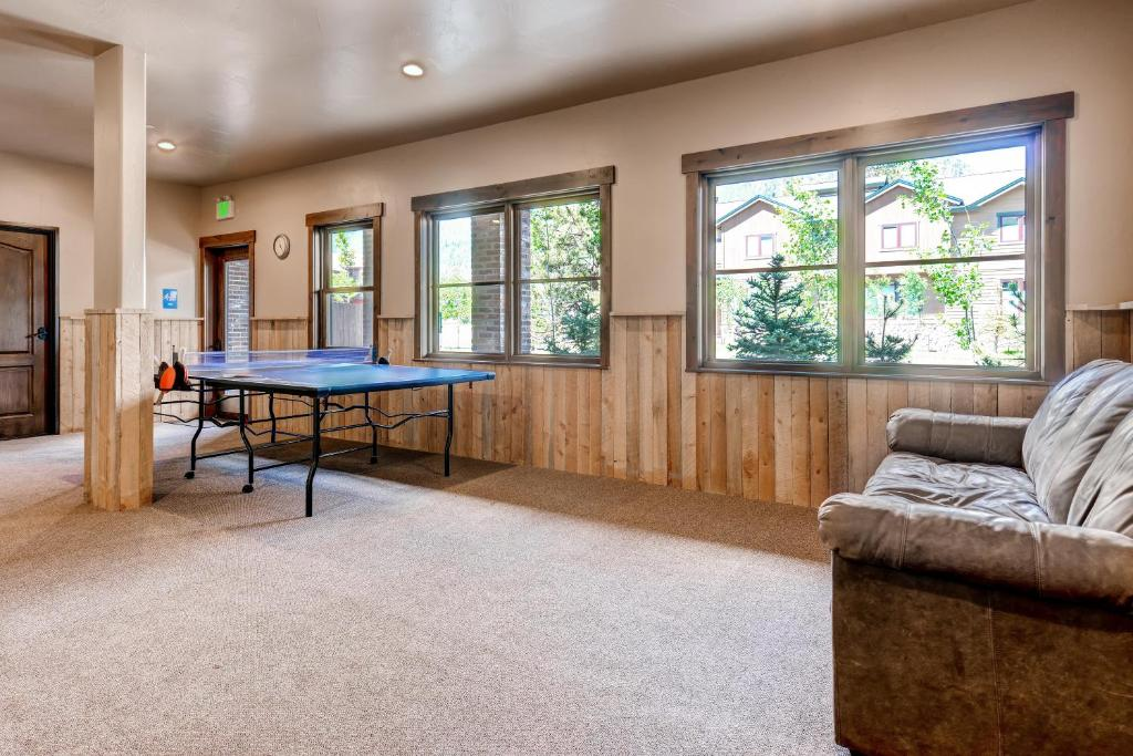Two Bedroom With Private Elevator And Hot Tub At Red Bear