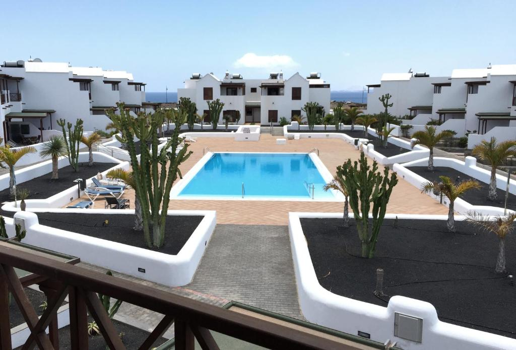 A view of the pool at Casa Nimbara or nearby