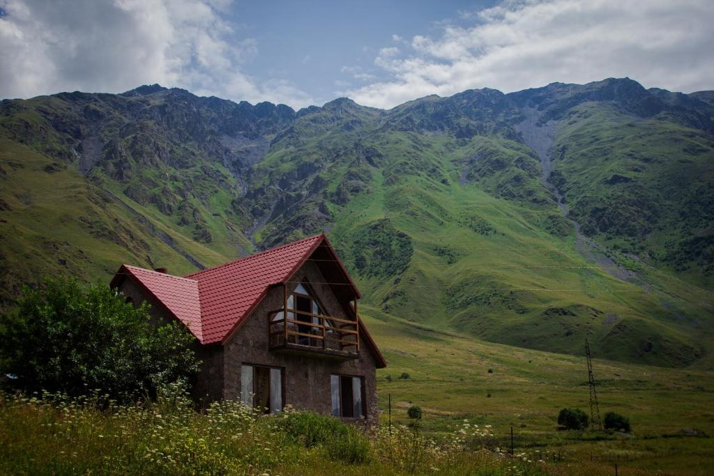 Guesthouse mountain house kazbegi georgia for Mountain houses