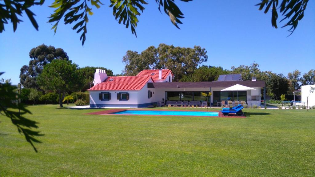The swimming pool at or near Monte Girassol - The Lisbon Country House
