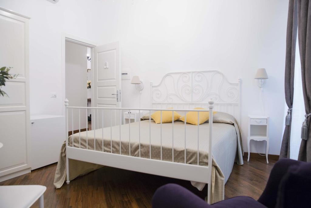 A bed or beds in a room at Testaccio Village Guesthouse
