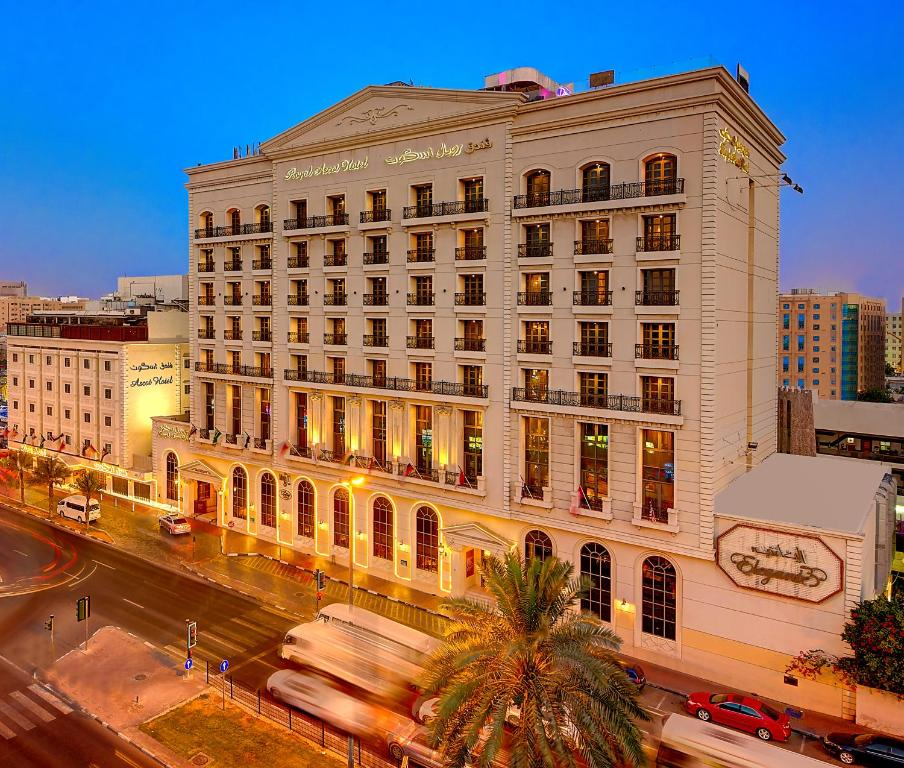 Royal ascot hotel dubai uae for Hotel royal